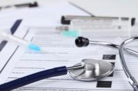 """Comissão aprova """"exercício social"""" da profissão para médicos recém-formados"""