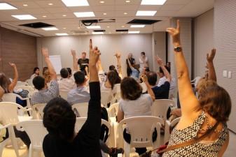 Médicos de Contagem formam comissão para negociar com os gestores