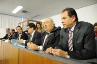 Plenário aprova em 1º turno PL que cria carreiras de médico