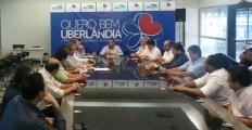 Médicos de Uberlândia se reúnem buscando  acordo com prefeitura