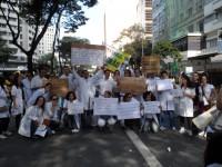 Nota oficial das entidades médicas de MG sobre o Programa Mais Médico, publicada no jornal Estado de Minas
