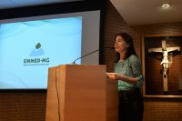 Sinmed-MG participa de mais um evento no CRMMG para  entrega da carteira profissional aos formandos